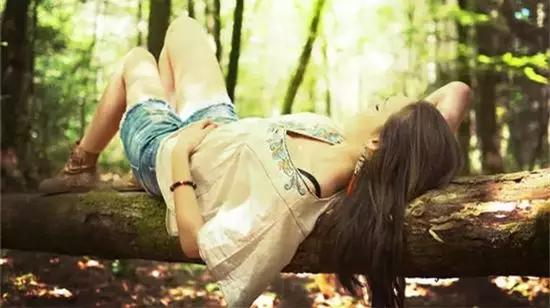爱燃情感:女人对男人身上这3个地方最有感觉