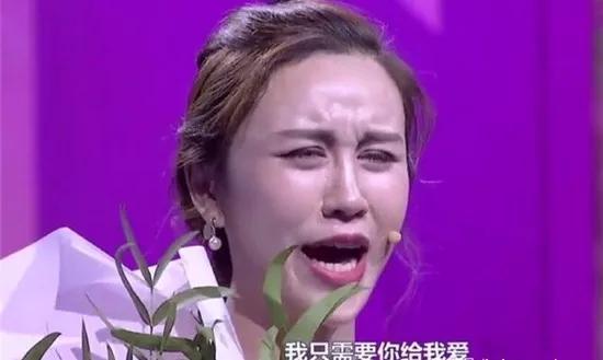 爱燃情感:32岁漂亮富婆姐姐,现场逼婚20岁穷小伙!