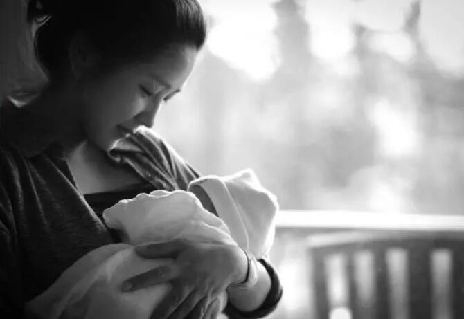 揪心!为让丈夫回家,妈妈拍视频虐打婴儿